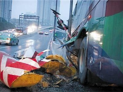 意外险理赔案例:女子发生车祸去世!买的1350万保险被拒赔!为什么?