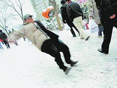工伤保险怎么用?上班族雪天摔伤能用工伤保险吗?