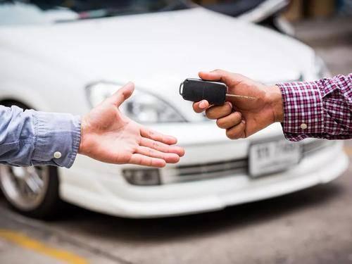车险拒赔案例:男子借车载人 结果发生车祸致有人身亡 保险公司拒赔:你酒驾了!