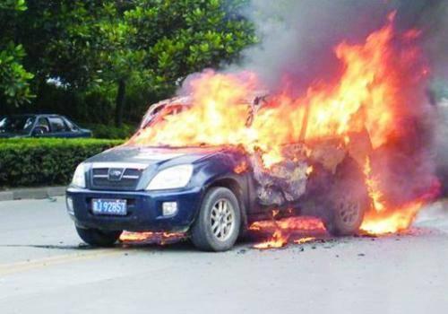 奥迪车意外着火 车主申请理赔为什么被拒?汽车发生自燃保险公司赔吗?