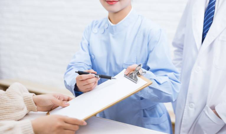 女子患乳腺癌遭拒赔 保险公司为什么拒赔?哪些情况下会导致理赔被拒?